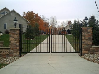 Apollo Spear Point Aluminum Double Driveway Gates