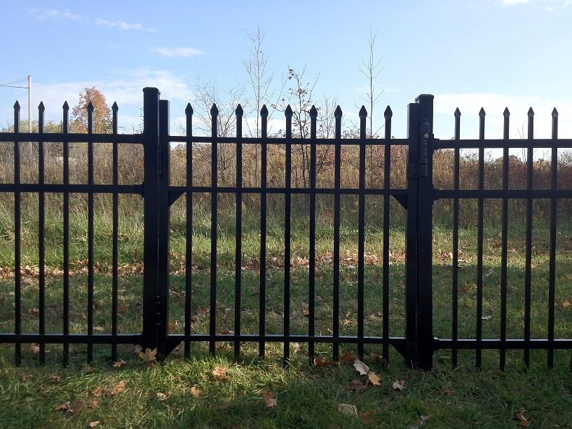 bennington residential wide aluminum fence