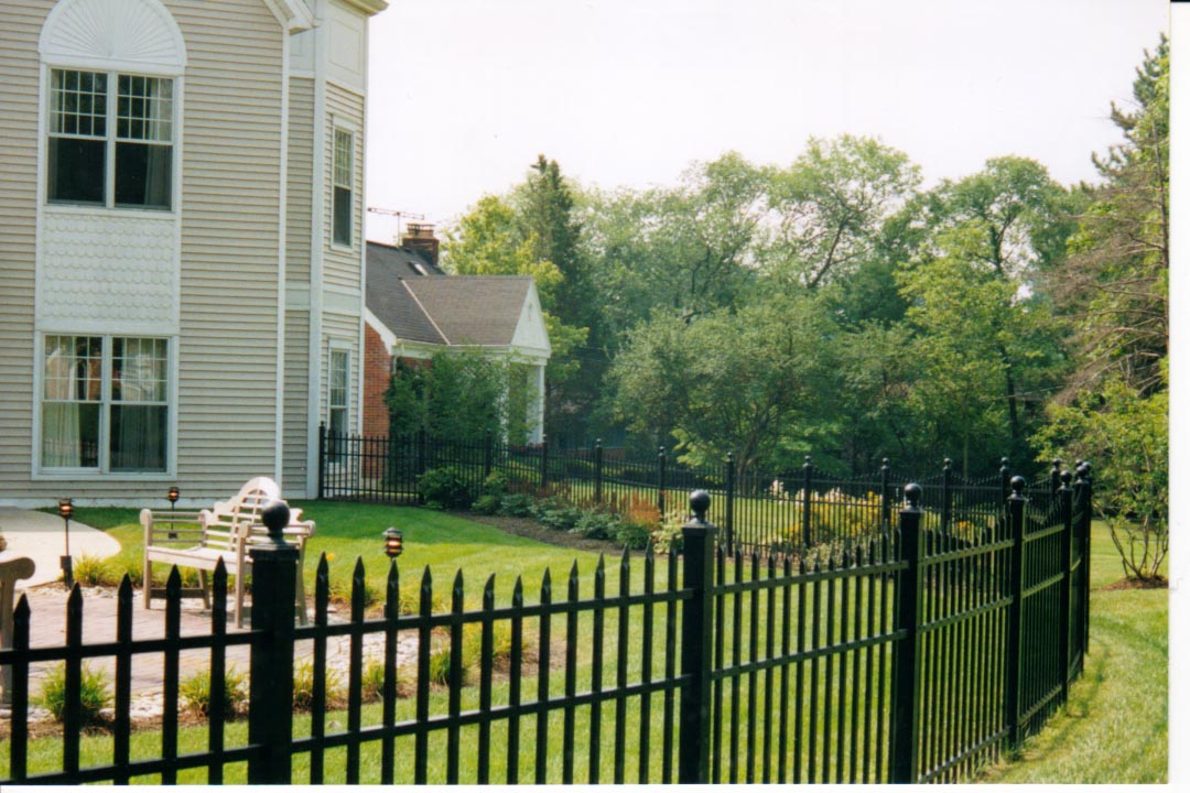 Specrail residential aluminum fence panels and gates - Aluminum vs steel fencing ...