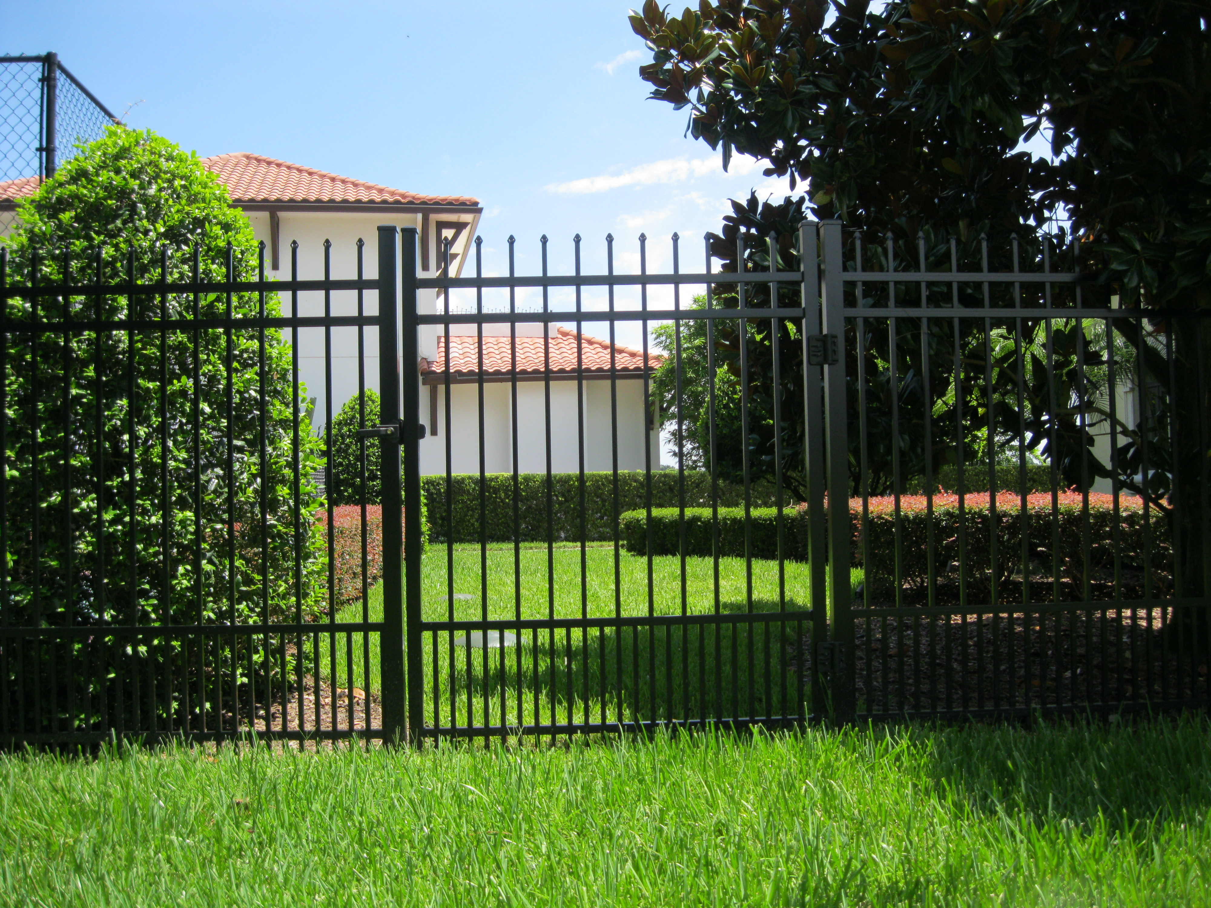 Aluminum fence supply commercial fencing