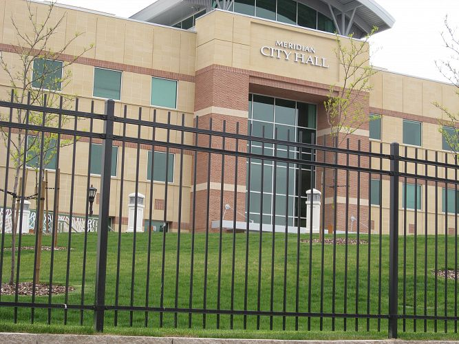 Steel ameristar montage plus commercial fence