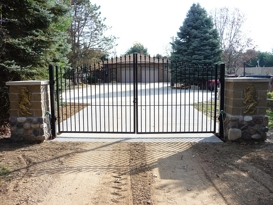 Pin driveway fence gates on pinterest for Aluminum gates for driveways