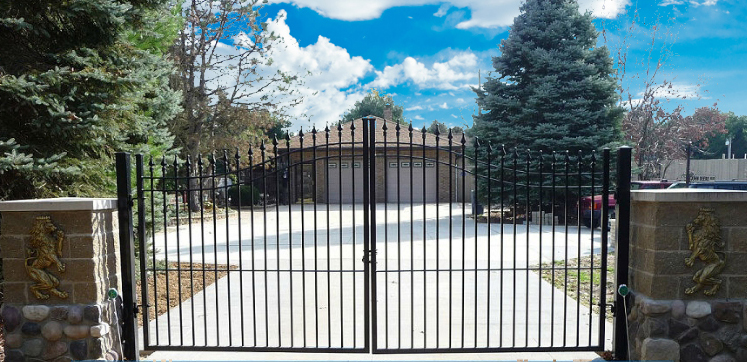 Aluminum driveway gates security gates for Aluminum gates for driveways